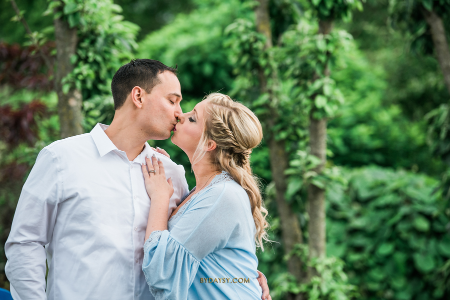 couple kissing in Surreybrooke with trees behind