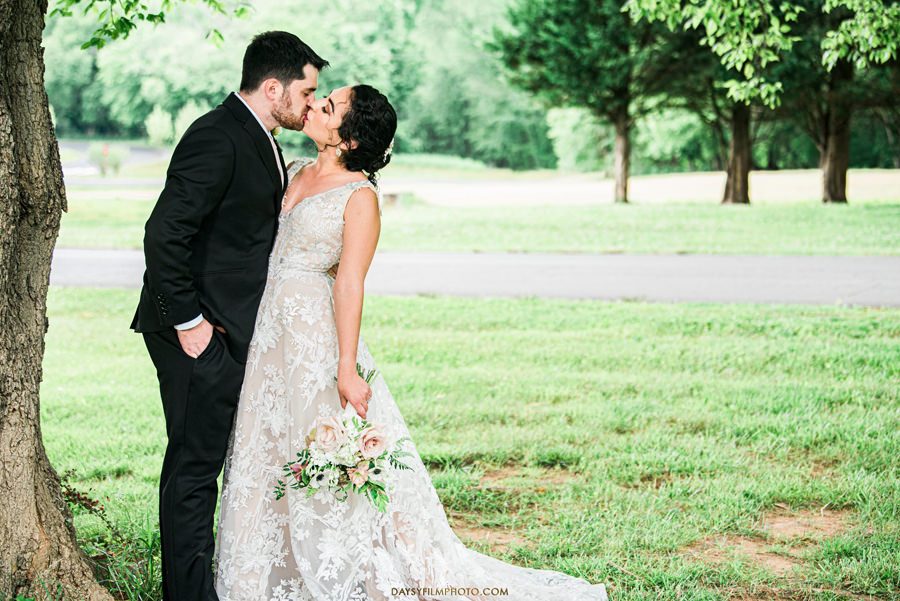 The Woodlands at Algonkian Wedding photos bride groom kissing